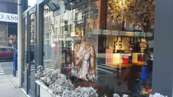 Mahattan Crystal store front